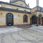 Tahir-Eksioglu-Kardesler-Camii-avlusu-1200x800
