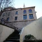 kaptan-pasa-camii-merdivenler-pencere-1200x800