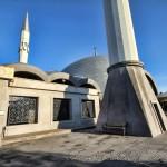 sakirin-camii-dis-avlu-minare-kubbeler