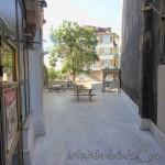 basci-mahmut-camii-fatih-avlu-fotografi-1200x800