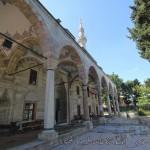 cerrah-mehmetpasa-camii-fatih-avlu-fotosu-1200x800