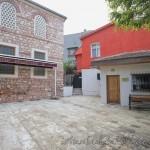 dibekli-eminbey-camii-fatih-avlusu-1200x800