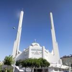 medine-mescidi-camii-modern-kayisdagi-minare-kubbe-1200x800