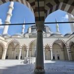 mimar-sinan-camii-avlu-istanbul-minare-serefe-kubbe-1200x800