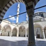 mimar-sinan-camii-avlu-kubbe-minare-serefe-istanbul-1200x800