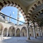 mimar-sinan-camii-ic-avlu-dekorasyon-fotografi-1200x800