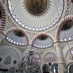 mimar-sinan-camii-icerden-kubbeler-istanbul-800x1200