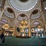 mimar-sinan-camii-minber-mahfil-mihrap-kubbeler-ic-istanbul-1200x800