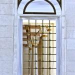 mimar-sinan-camii-penceresi-ve-sutunlari-800x1200