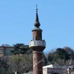 sari-timur-camii-minare-1200x800