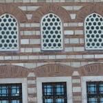 sari-timur-camii-pencere-1200x800