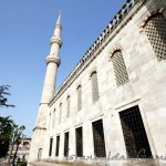 sultanahmet-camii-blue-mosque-walls-windows-minaret-garden-1200x800