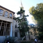 yeni-valide-camii-bahce-ahsap-ev-minare-uskudar-1200x800