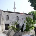 yeni-valide-camii-giris-kapisi-minare-uskudar-1200x800