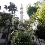 yeni-valide-camii-uskudar-bahce-minare-kulliye-1200x800