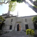 yeni-valide-camii-uskudar-merdiven-kapi-minare-kubbe-1200x800