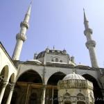 yeni-valide-camii-uskudar-minareler-sadirvan-kulliye-1200x800