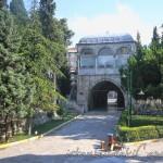 hekimoglu-ali-pasa-camii-fatih-avlu-giris-1200x800