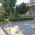hekimoglu-ali-pasa-camii-fatih-avlusu-foto-1200x800