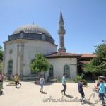 bala-suleyman-aga-camii-fatih-avlu-kubbe-minare-1200x800