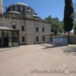 gazi-ahmet-pasa-camii-fatih-avlu-fotografi-1200x800