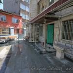 haci-evliya-camii-fatih-avlu-giris-1200x800