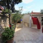 hatice-sultan-camii-fatih-avlu-fotografi-1200x800