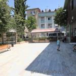 ibrahim-cavus-camii-fatih-avlu-fotografi-1200x800