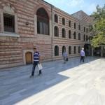 ismail-aga-camii-fatih-avlusu-1200x800